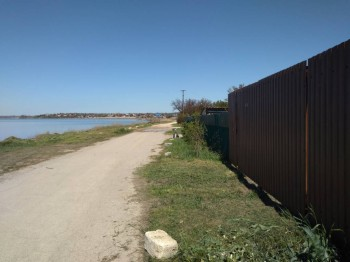 коричневые ворота справа - это въезд во двор - IMG_20170426_130651.jpg